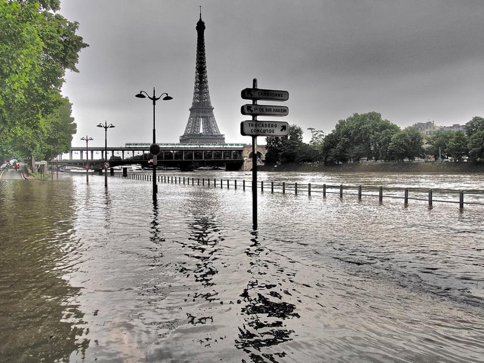 crue Seine Paris Tour Eiffel
